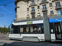 Tram sur les rues de Gand, Belgique photos stock