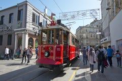 Tram in Taksim, Istanbul, die Türkei Stockfotos
