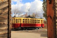 Tram van het oude model Saratov, Rusland stock foto