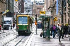 Tram vert finlandais, vue de rue Photographie stock
