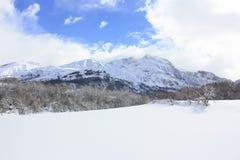 Tramacastilla de Tena, snöade berg, Pyrenees Arkivbilder