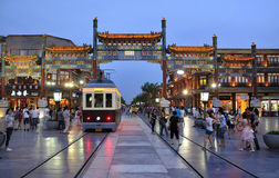 Tramcar σκηνών νύχτας του Πεκίνου Qianmen cstreet στοκ εικόνες