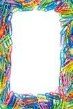 Trame colorée de trombones avec l'espace pour le texte Photo stock