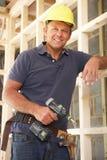 Trame de bois de construction de construction de travailleur de la construction image libre de droits