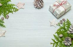 Trame de Noël avec des décorations Configuration plate, vue supérieure Photo libre de droits