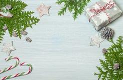 Trame de Noël avec des décorations Configuration plate, vue supérieure Photo stock