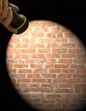 Trame de projecteur sur un fond de mur de briques Images stock