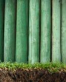 Trame en bois dans l'herbe Photographie stock