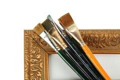 Trame et pinceaux antiques images stock