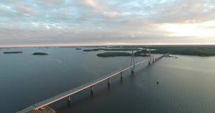 Trame nuevamente el puente (sueco: Replotbron; Finlandés: Silta de Raippaluodon) almacen de video