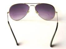 Tramite gli occhiali da sole Immagini Stock