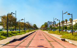 Tramlijn in aanbouw dichtbij de Stad van Kunsten en Wetenschappen in Valencia, Spanje stock afbeelding