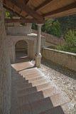 Tramo escaleras histórico en Feltre, Véneto, Ital Imagen de archivo