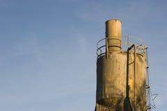 Tramoggia di caricamento della pianta del cemento. fotografie stock libere da diritti