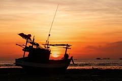 Tramonti e barca del siluate Fotografia Stock Libera da Diritti