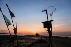 Tramonti e barca del siluate Fotografia Stock