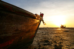 Tramonti e peschereccio Fotografia Stock Libera da Diritti