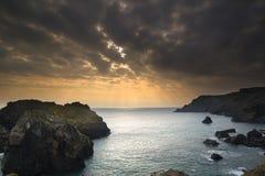 tramonto ad alta marea alla baia di Kynance Fotografia Stock Libera da Diritti