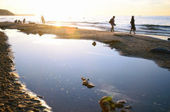 Tramonto ad una spiaggia del mare Fotografia Stock