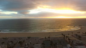 Tramonto aereo della spiaggia di Los Angeles Venezia archivi video