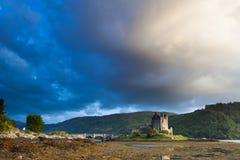 Tramonto al castello di Elian Donan Immagini Stock