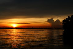 Tramonto al fiume di Khong Fotografia Stock