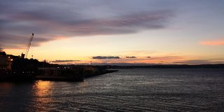Tramonto al porto di napier, Hawke& x27; baia di s fotografia stock libera da diritti
