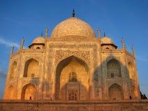 Tramonto al Taj stupefacente Mahal a Agra (India) immagini stock