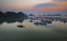 Tramonto al Vietnam, baia di Halong Fotografia Stock
