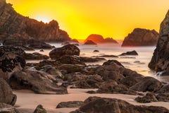 Tramonto alla costa atlantica nel Portogallo fotografia stock libera da diritti