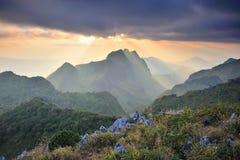 Tramonto alla montagna di Chiangdao, Chiangmai: La Tailandia Immagini Stock Libere da Diritti