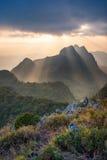 Tramonto alla montagna di Chiangdao, Chiangmai: La Tailandia Fotografia Stock