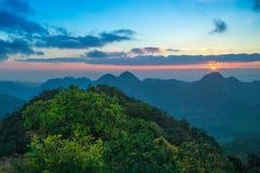 Tramonto alla montagna in Tailandia Fotografia Stock Libera da Diritti