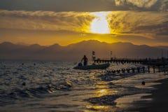 Tramonto alla spiaggia Fotografia Stock Libera da Diritti