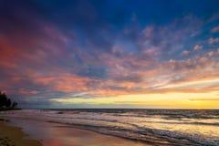 Tramonto alla spiaggia Immagini Stock Libere da Diritti