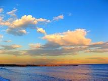 Tramonto alla spiaggia Fotografie Stock