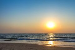 Tramonto alla spiaggia del mare Immagine Stock Libera da Diritti