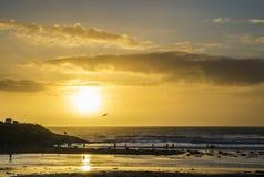 Tramonto alla spiaggia del polzeath, Cornovaglia, Regno Unito Immagine Stock Libera da Diritti