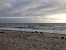 Tramonto alla spiaggia della Santa Monica Fotografie Stock Libere da Diritti