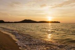 Tramonto alla spiaggia di Tao di colpo in Tailandia Fotografie Stock Libere da Diritti
