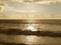 Tramonto alla spiaggia nel tono di seppia Fotografia Stock