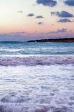 Tramonto alla spiaggia in Pafo Fotografie Stock
