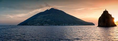 Tramonto alle isole di Stromboli Fotografia Stock Libera da Diritti