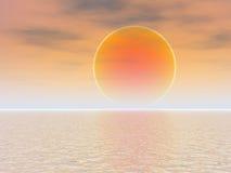 Tramonto arancione della sfera sopra il mare Fotografia Stock Libera da Diritti