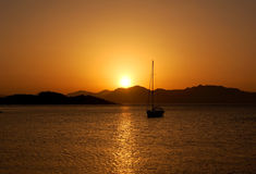 Tramonto - barca a vela Fotografie Stock