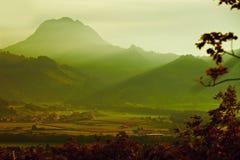 Tramonto in bella montagna Fotografie Stock