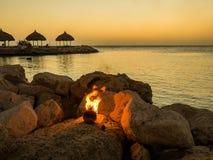 Tramonto blu della spiaggia della baia - fiamma Fotografie Stock