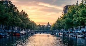 Tramonto in canali di Amsterdam Fotografie Stock