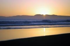 Tramonto classico della spiaggia della California Immagini Stock