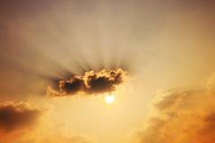 Tramonto con i raggi del sole Immagine Stock
